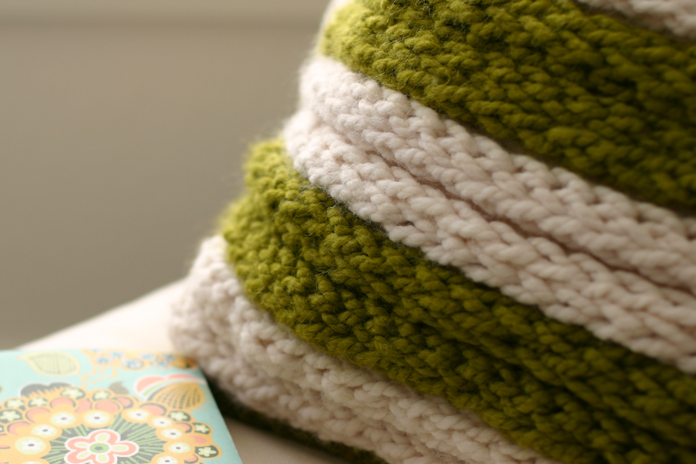 Easy Finger Knitting Ideas : A chunky throw pillow fabulous finger knitting project